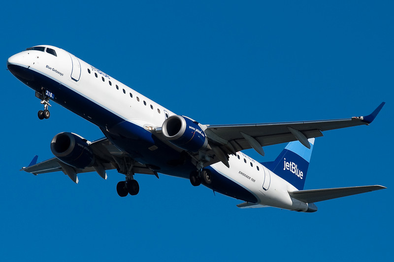 Blue Greetings on final for 27.