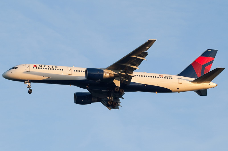 A new scheme Delta 757 landing at sunset.