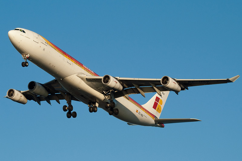 Iberia's A340 is on final to 27.