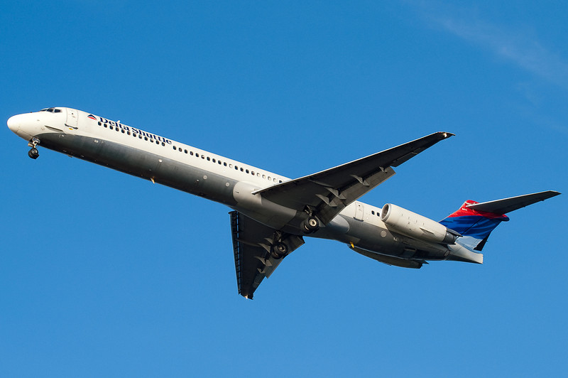This DL MD-88 is on final for 27.