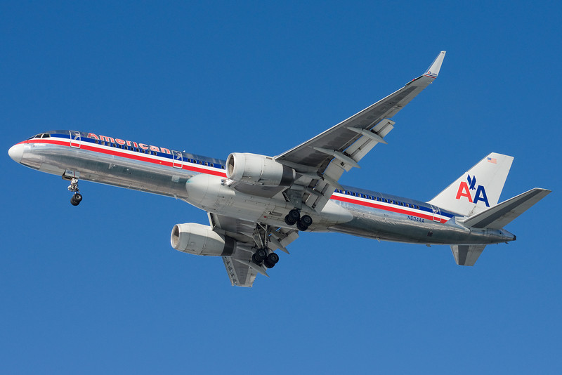 A very shiny 757 on final for 27.