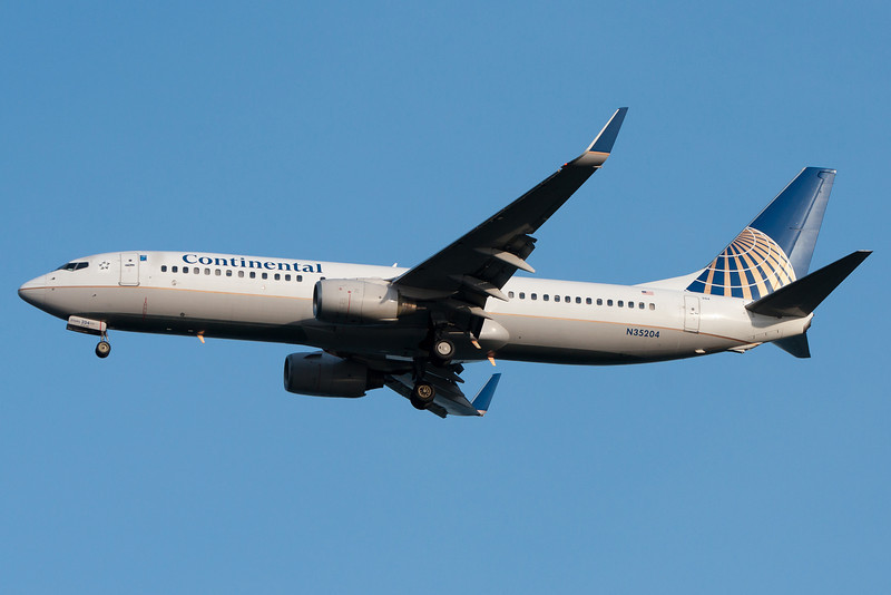 Continental's 737-800 from Houston is on final for runway 04R.