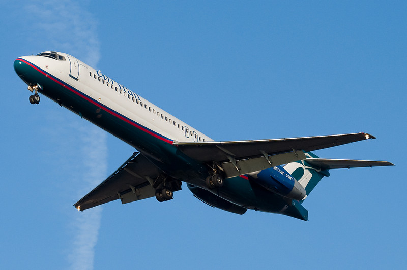 AirTran's 717 on final for 27.