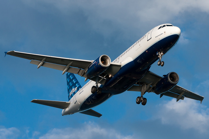 """JetBlue's """"Song Sung Blue"""" on final for runway 27."""