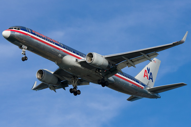 An American 757 on final for runway 27.