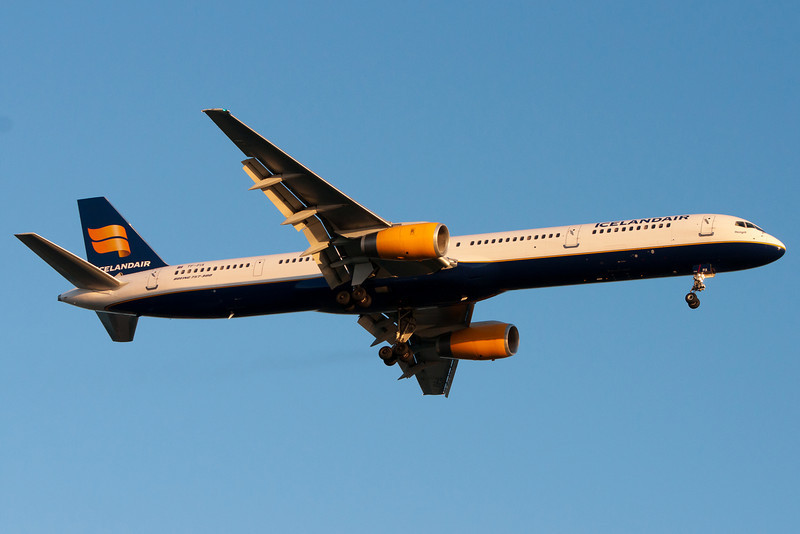 Icelandair was kind enough to send a 757-300 today for their flight from Keflavik.