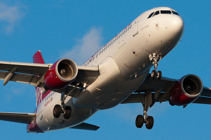 Unicorn Chaser, a Virgin America A320, is on final for runway 27.