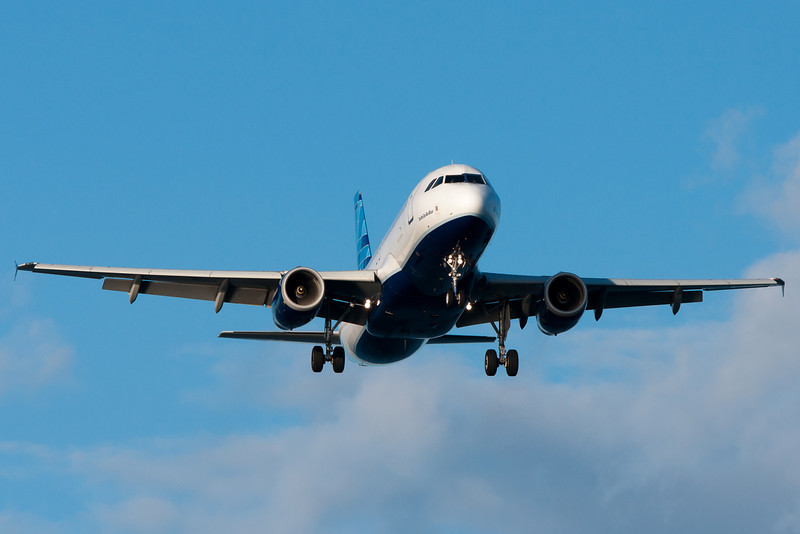 """JetBlue's """"Do-be-do-be-blue"""" on final for runway 27."""