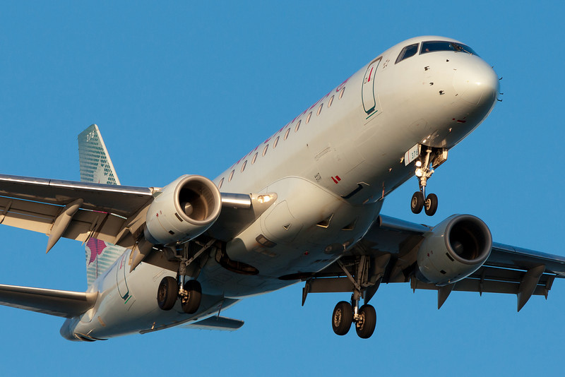 Air Canada's Embraer 175 on final for runway 27.