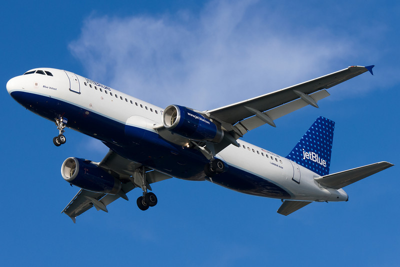 JetBlue's A320 on final for runway 27.