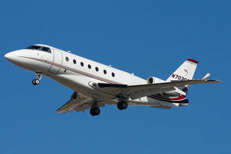 A Netjets Dassault Falcon on final for 22L.