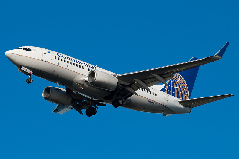 Continental 737 with winglets on final for 27.