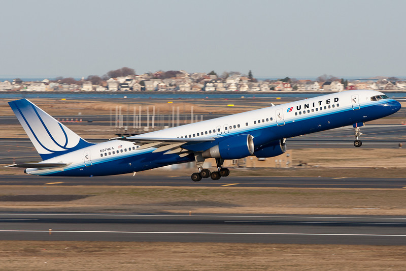 The 757 is one powerful aircraft. This United specimen is off to San Francisco.