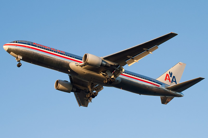The American 767 from Charles de Gaulle is on final to 27.
