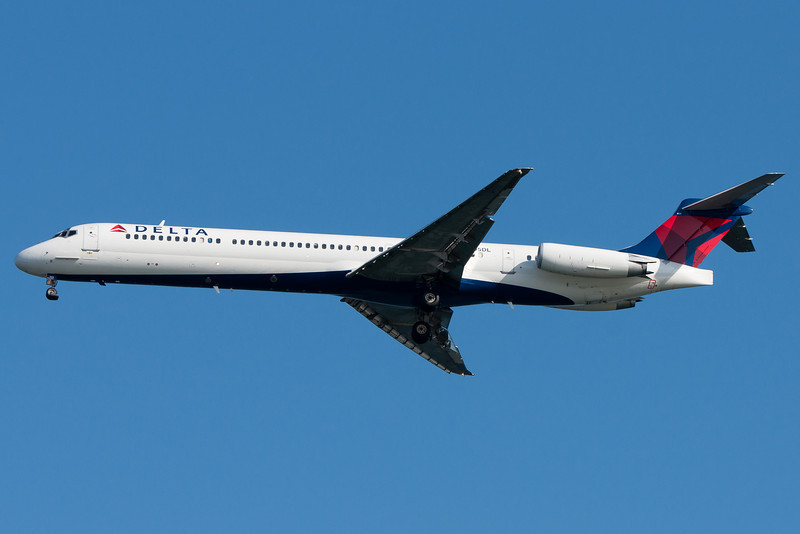 This Delta MD-88 is now in new scheme colors.