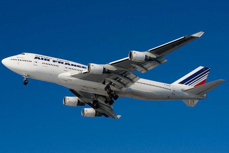 Air France's 747 is on final for runway 27.