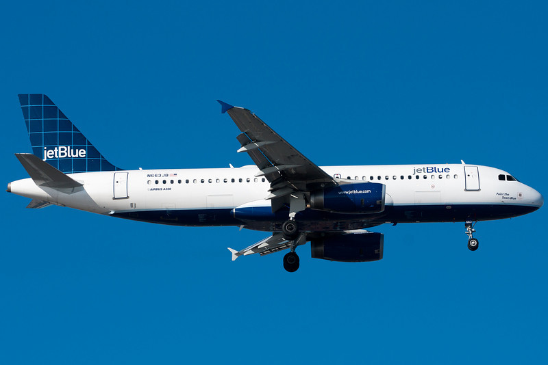 Paint the Town Blue on final for runway 4R.