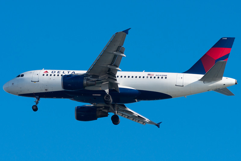 A Northwest A319 painted in Delta colors is on final for 4R.