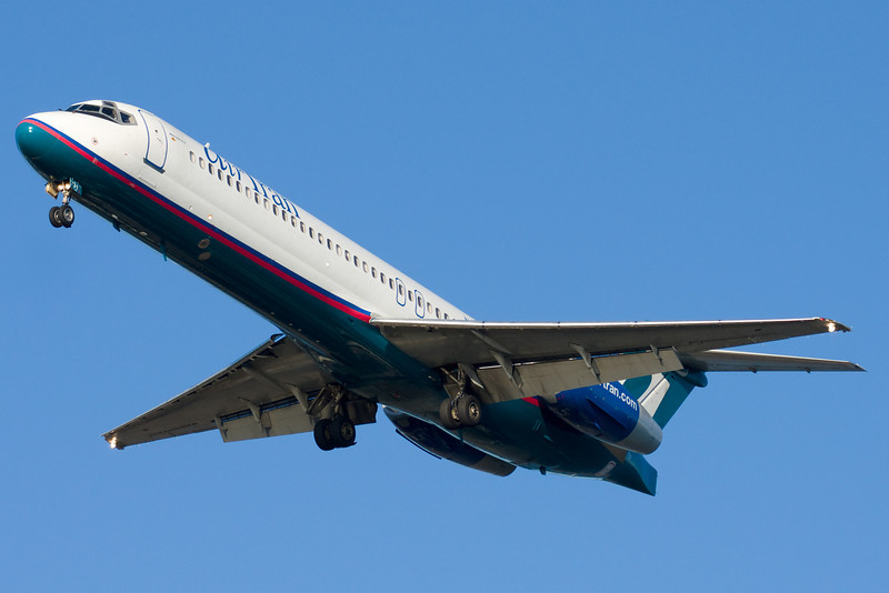 The AirTran 717 on final for runway 27.
