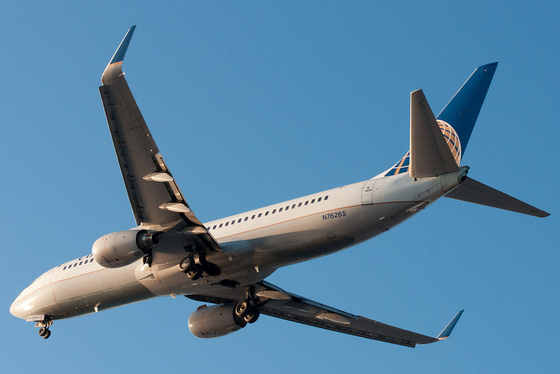 A Continental 737-800 on final for runway 27.