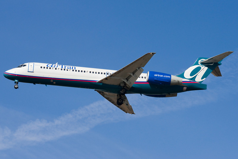 AirTran 717 on final for 22L.