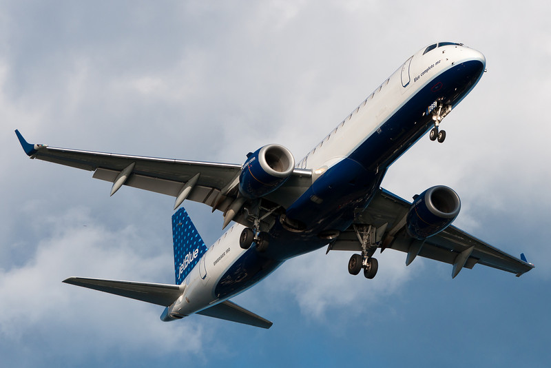 """JetBlue's """"Blue complete me"""" on final for runway 27."""