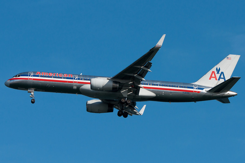 An American 757 with Winglets on final for runway 04R.