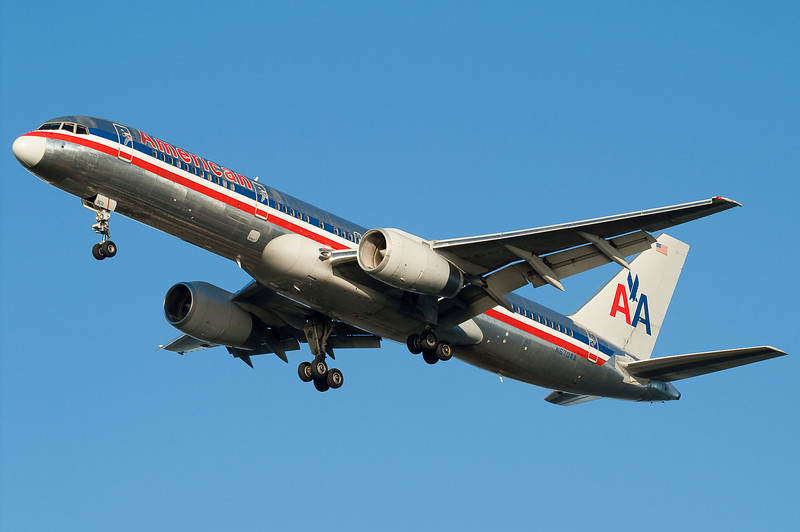 An American 757 is on final for 27.