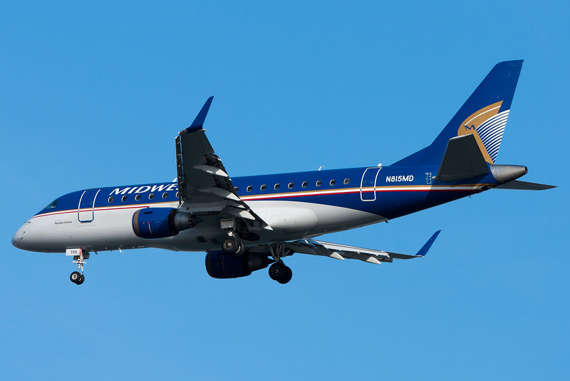 Midwest Express Embraer on final for runway 04R.