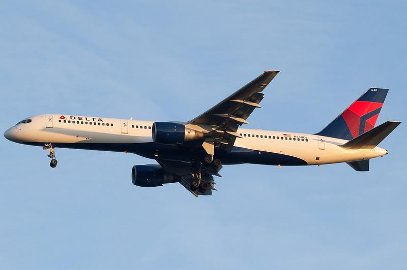 A new scheme Delta 757 landing at sunset.