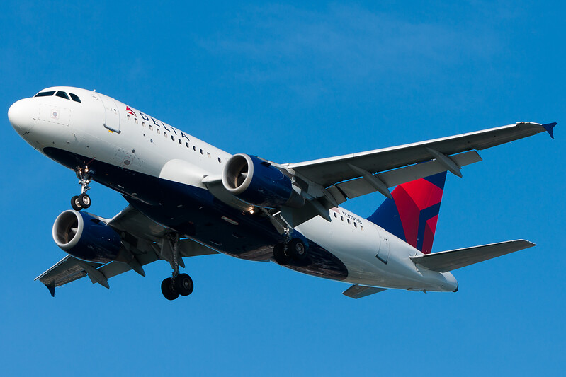 A more decent shot of a Delta Airbus, which have been strangely difficult for me to acquire.