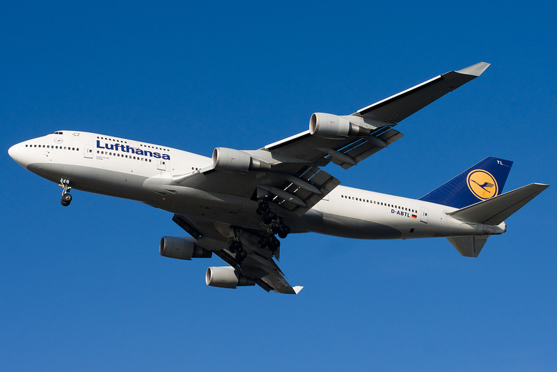 The Lufthansa 747 is on final for 27.