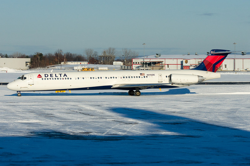 A new scheme Delta MD-88 taxis towards runway 6 for departure.