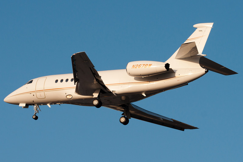 Dassault Falcon 2000 on final for runway 33.