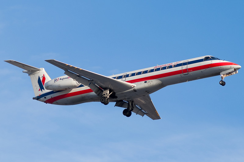 An American Eagle Embraer E-145 on final for runway 24.