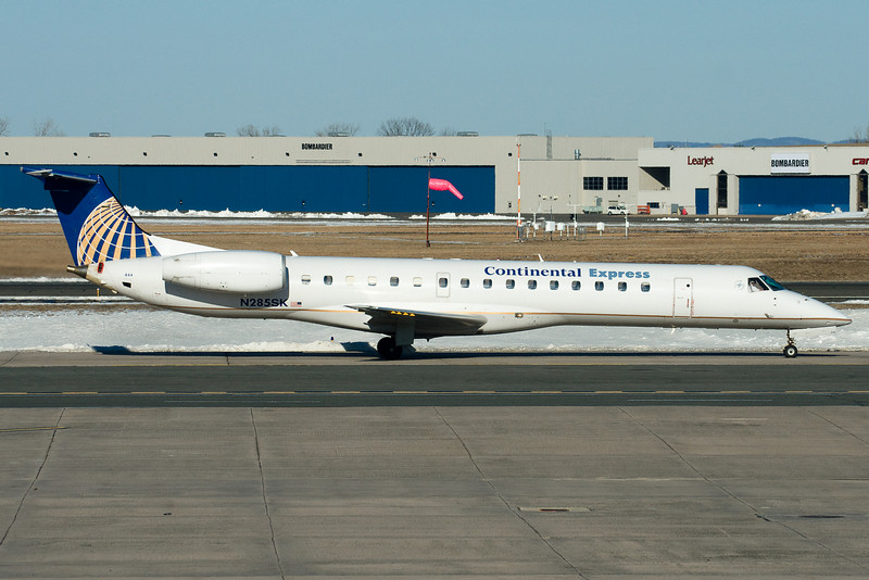 An Expressjet ERJ bound to Continental's gates at terminal A.