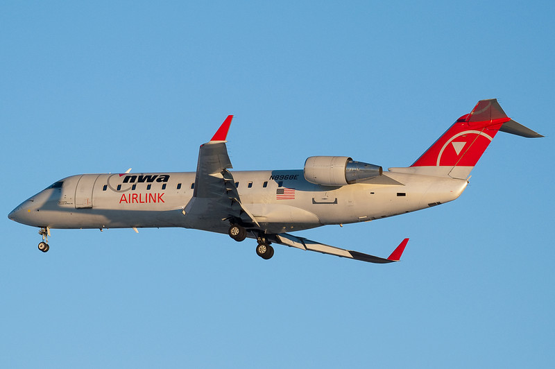 A Pinnacle CRJ for Northwest Airlink is on final for 6.