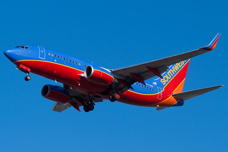 A blue sky Southwest 737 on final for 33.