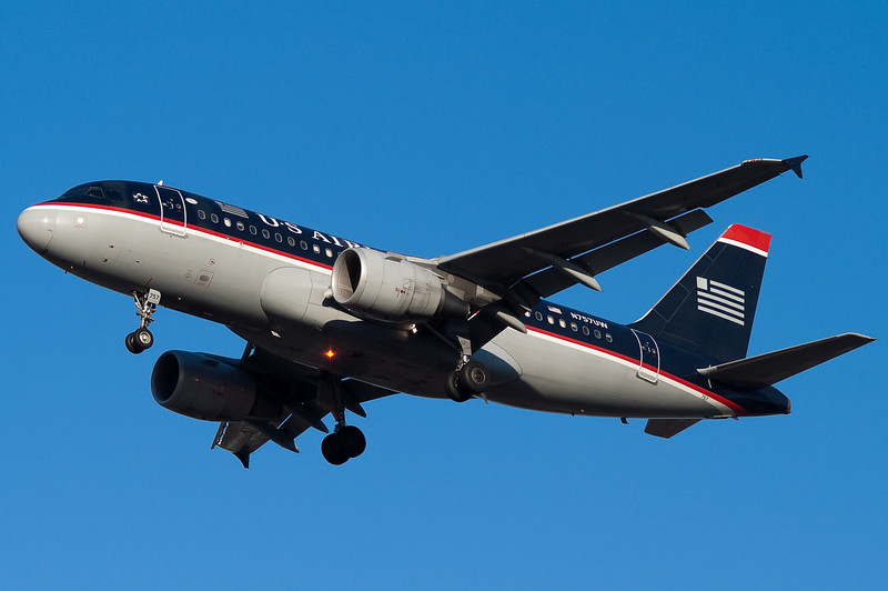 A US Airways A319 is on final for runway 33.