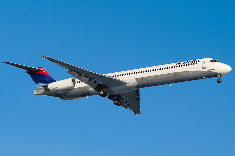 A Delta MD-88 on final for runway 24.