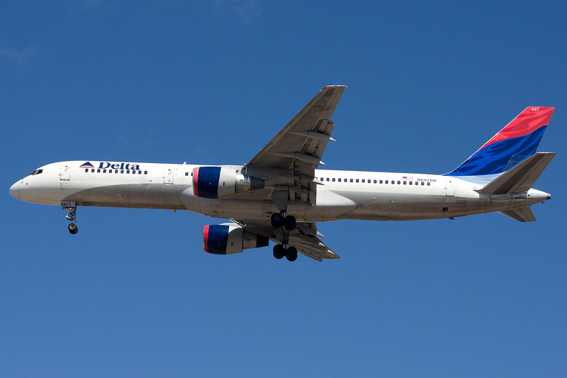 This Delta 757 is on final for runway 33.