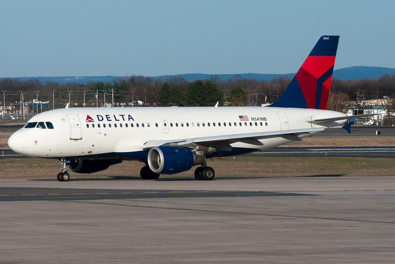 The last time I saw this former Northwest Airbus was when it was in bowling shoe colors. Now it's in the new Delta scheme.