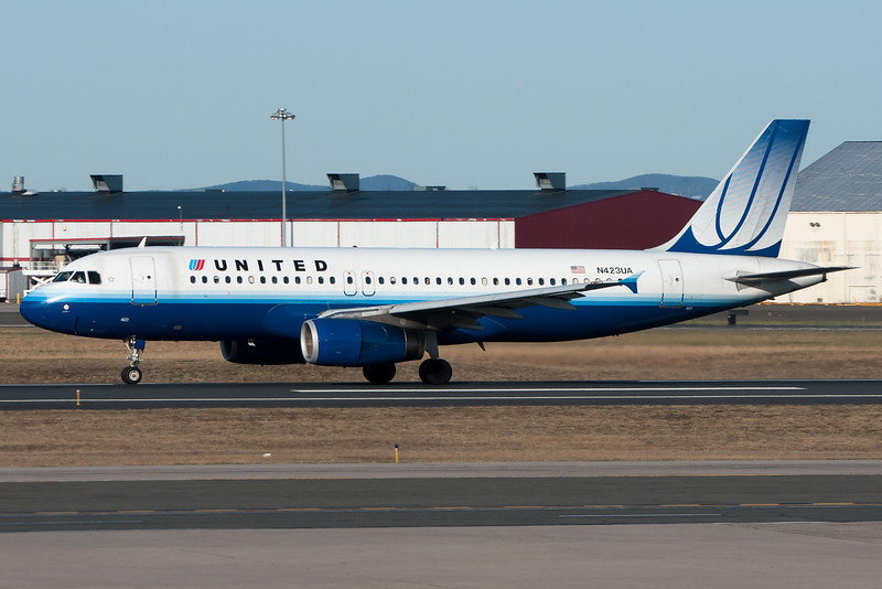A United A320 departing runway 33.