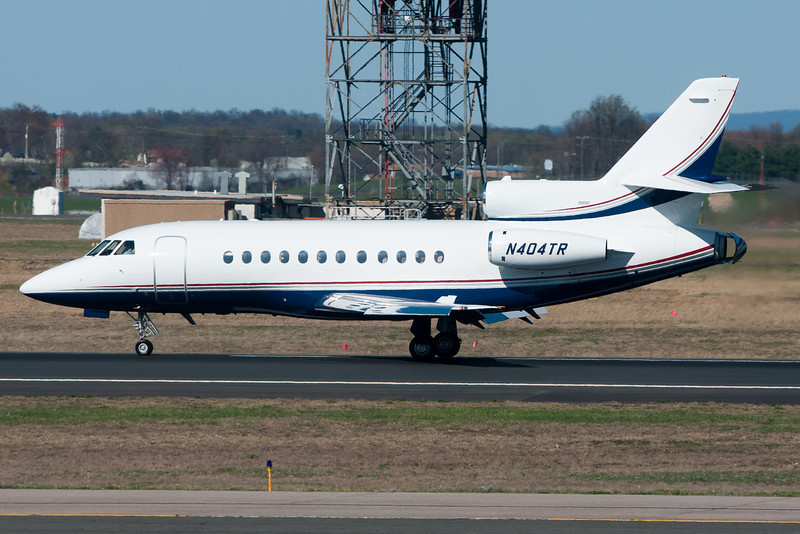 A Falcon 9000 is rolling down runway 33 and is heading for Signature Flight Service.