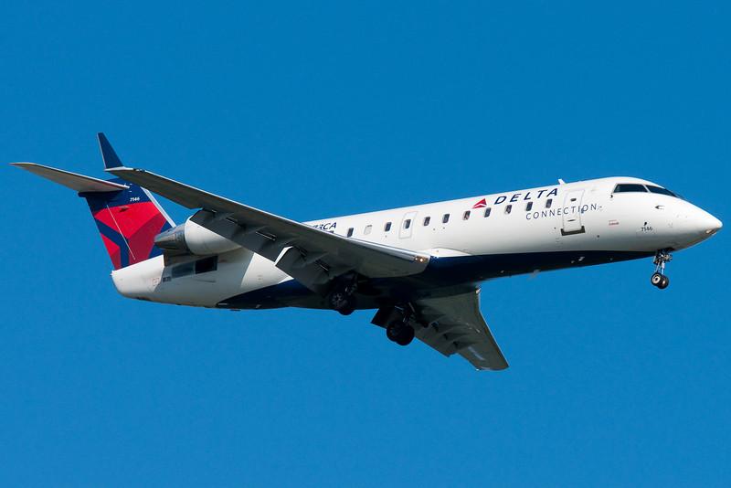 Delta Connection CRJ-200.
