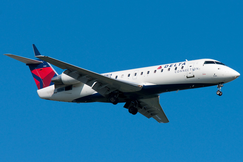 Delta Connection CRJ-200.