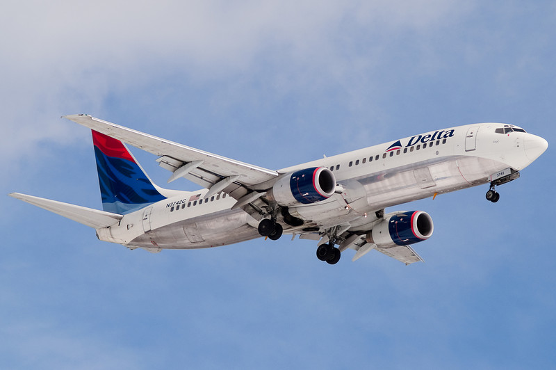 A Delta 737 on final to 24.