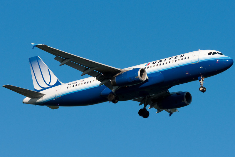 United's A320 from Chicago is on final for runway 24 at Bradley.