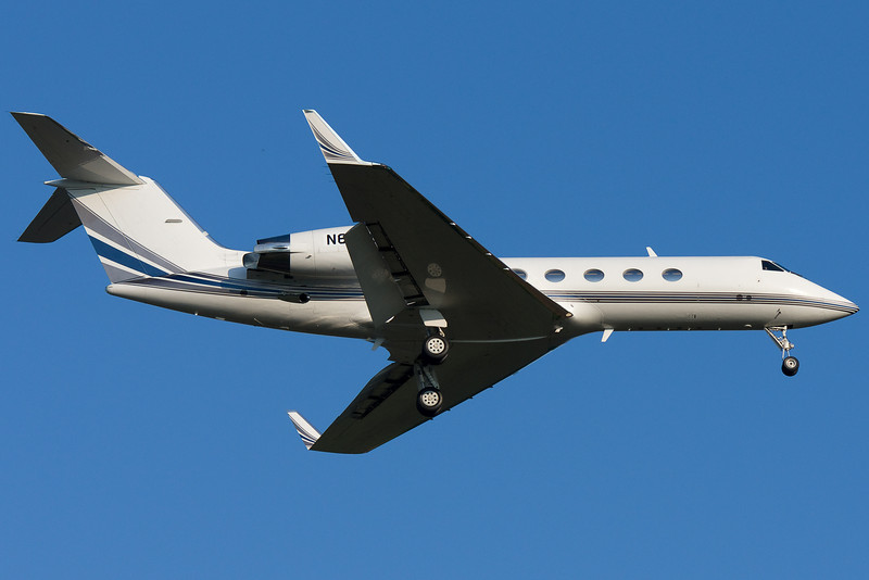 A Gulfstream IV on final for runway 24.