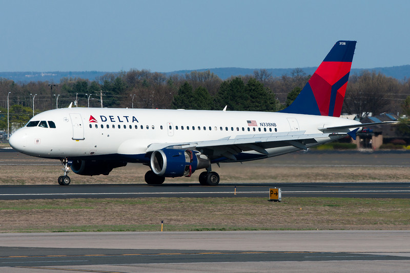 The Delta A319 from Minneapolis slows down after landing on runway 33.